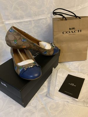 Original Coach ballet in signature cambas !!! for Sale in Miami, FL