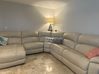 Leather Sectional Couch for Sale in St. Petersburg,  FL
