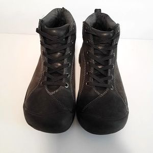 Keen Womens Leather Hiking Boots 7 for Sale in Woodbury, NY