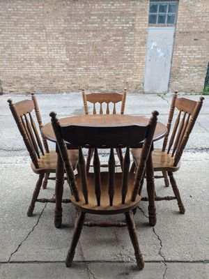 Dining Room / Kitchen Table Set w/ Expansion Leaf for Sale in Chicago, IL