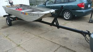 12 ft Jon boat with motor and trailer for Sale in Sterling Heights, MI