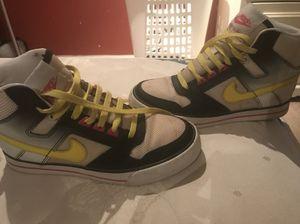 Nike shoes size 7 (women) for Sale in Derwood, MD