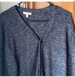 USED GAP TEXTURED SWEATER for Sale in Wauwatosa, WI