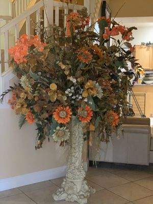 Tall Vase of flowers. for Sale in Las Vegas, NV