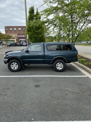 1997 Toyota Tacoma w/ Camper Shell 4WD for Sale in Richmond, VA