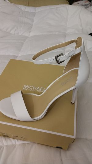 White Michael Kors Hutton Leather Heels Size 9 for Sale in Los Angeles, CA