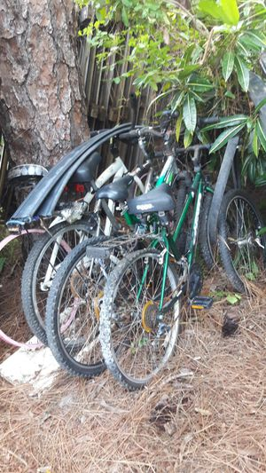 4 old bicycles good for parts $20 take it all as is!! for Sale in Pompano Beach, FL