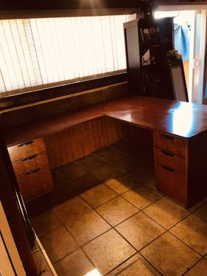 "72"" x 36 Desk Return 48"" x24 w w used Complete Desk with keys has a chip in the corner looks the pictures check my other list for Sale in Fresno, CA"