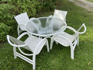 Outdoor Table and Chairs for Sale in Williamsburg, MI