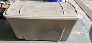 Rubbermaid Roughneck storage with wheels for Sale in Somerset, NJ