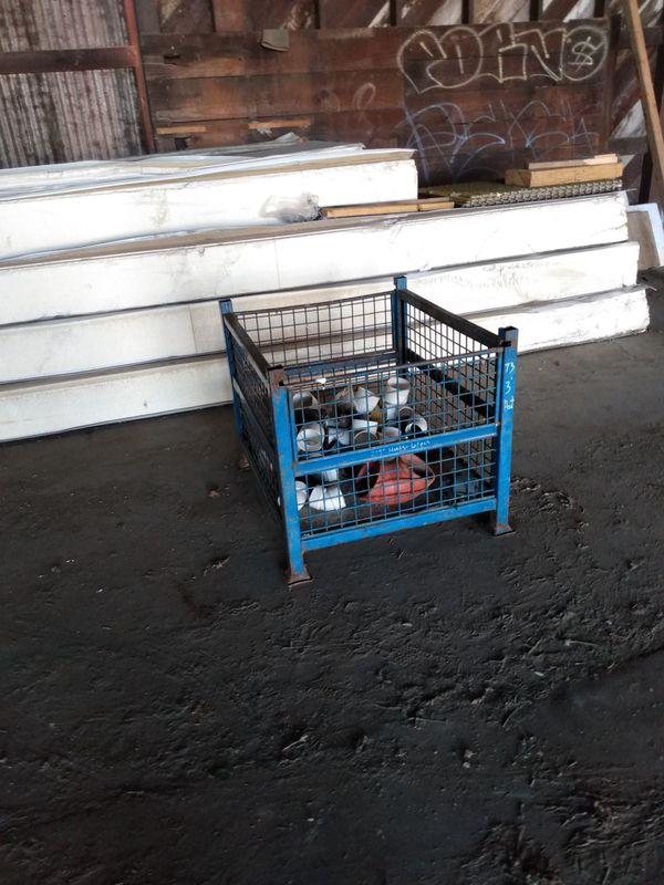 Forklift metal basket with folding sides