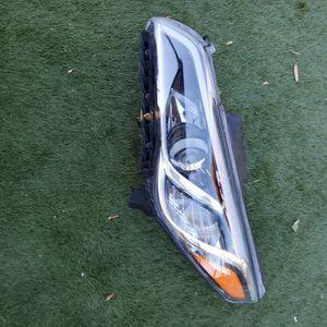 2015 2016 2017 Hyundai Sonata Left Driver Side Headlight for Sale in Lake Elsinore, CA