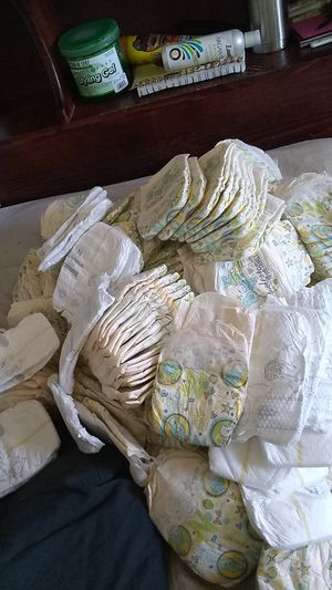160 count newborn loose diapers for Sale in Lancaster, CA