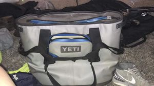Yeti cooler/ice chest nice 100$ for Sale in Norman, OK