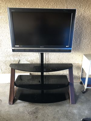 40in tv with stand for Sale in Hawthorne, CA