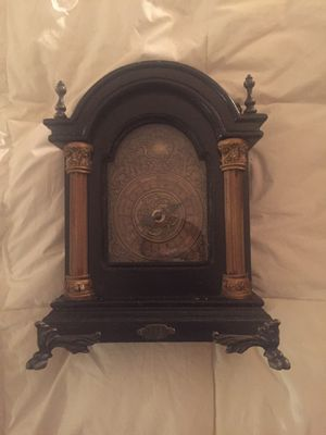 Antique Styled Clock for Sale in Pacoima, CA