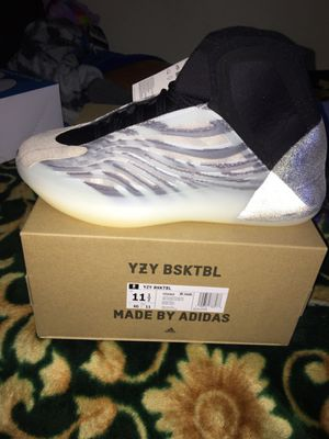 Yeezy Basketball Quantum size 11.5 for Sale in Chicago, IL