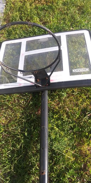 Lifetime basketball hoop and base for Sale in Miramar, FL
