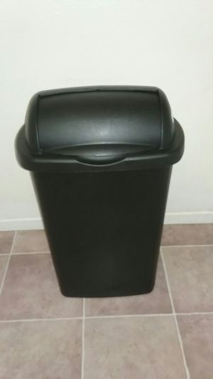 Sterilite Kitchen Trash Can -13 gal. for Sale in San Diego, CA