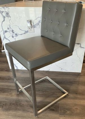 4 Gray faux leather counter height stools for Sale in Menifee, CA