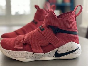 Nike Lebron Soldier 11 Flyease Zoom Basketball Shoes Youth Size 5.5 for Sale in Saint Johns, FL