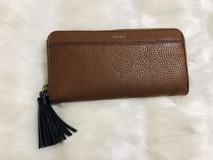 Authentic Fossil pebble leather wallet (New with Tags) for Sale in Sun City, AZ
