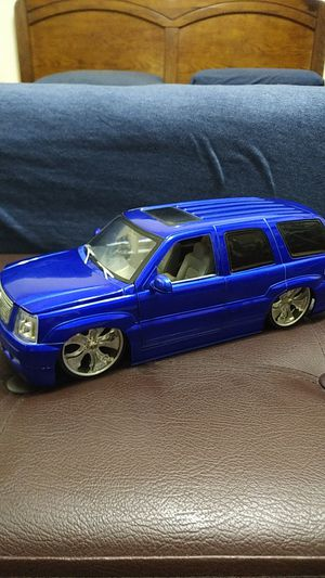 1:18 scale Jada Toys 2002 Cadillac Escalade Dub City SUV with Spinner Rims for Sale in Jackson Township, NJ