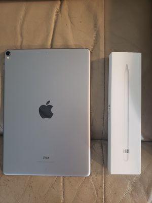 Ipad pro 10.5 64gb with apple pencil for Sale in Tacoma, WA