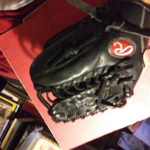 Rawlings Youth Size 12 In Right Hand Baseball Glove for Sale in Phoenix, AZ