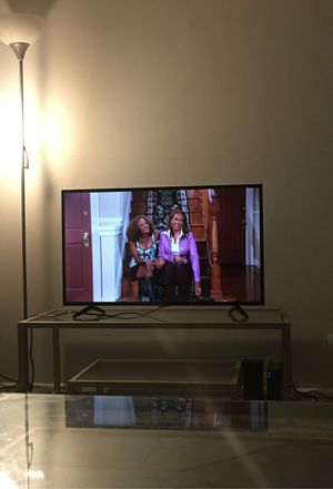 Table $45 table and tv $100 for Sale in MD, US