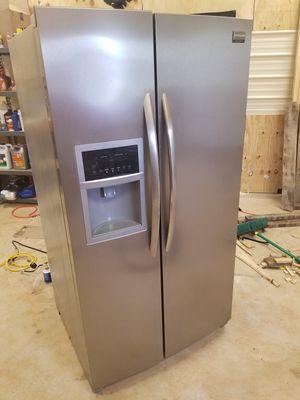Fridgidaire fridge freezer side by side for Sale in Longview, TX