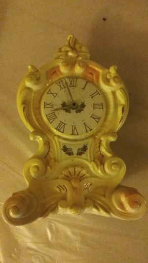 Yellow poecelain antique clock for Sale in Dinuba, CA