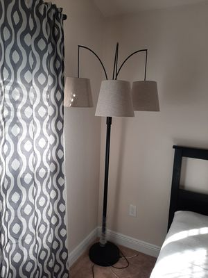 New floor lamp for Sale in Dundee, FL