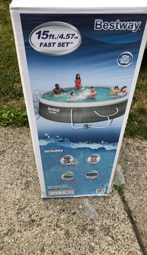 Bestway 15ftx42 Swimming Pool W/ Vacuum & 2 Extra Filters for Sale in Detroit, MI