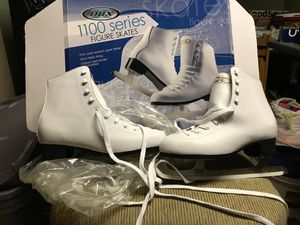 Figure skates size 9 Woman's never used brown paper still in shoes for Sale in Enfield, CT