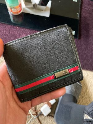 Men's Gucci wallet for Sale in Suitland, MD