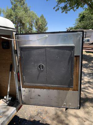 Wells cargo 4 x 6 enclosed aluminum trailer for Sale in Lake Elsinore, CA