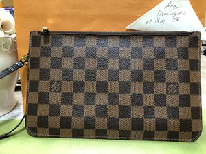 Louis Vuitton Neverfull MM/GM pouch for Sale in Horizon City, TX