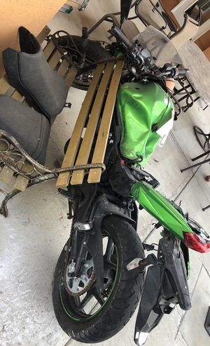 Ninja 650 motorcycle crashed for parts for Sale in Tracy, CA