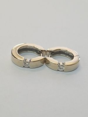 18kt Gold Diamond Huggy Hoops for Sale in San Diego, CA