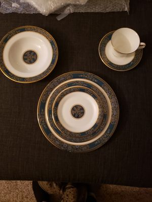 Royal DoultonBone China 6 Piece Place Setting for Sale in Portland, OR