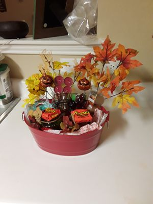 Fall candle basket for Sale in Sanger, TX