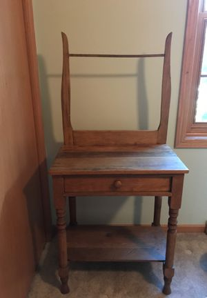 Antique night stand for Sale in Oshkosh, WI