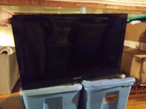 Samsung 32in HDTV and wall mount for Sale in Fieldsboro, NJ