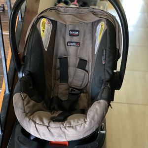 Britax Infant Car Seat With 2 Car Bases for Sale in Las Vegas, NV