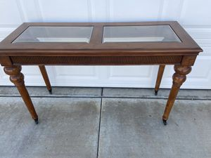 Entry table for Sale in Wildomar, CA