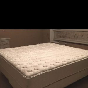 King Size Mattress Free for Sale in Woodlawn, MD