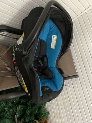 Urbini Car Seat plus base for Sale in Worcester, MA