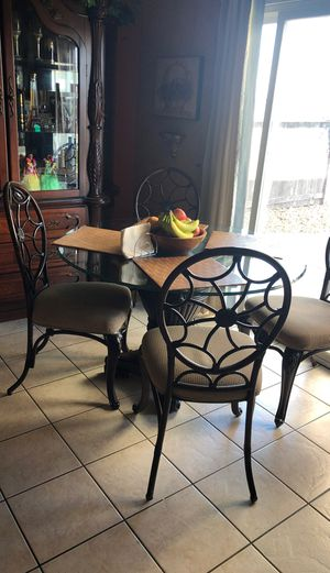 Glass dining table for Sale in Yuba City, CA