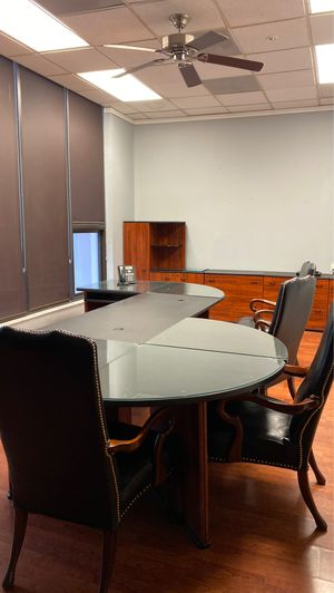 Bush C Series Executive Desk with 2 hutches , 3 filing cabinets, side piece, 4 chairs for Sale in Miami, FL